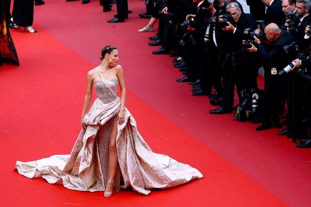 Bóc trần LHP Cannes: Gọi gái mại dâm còn dễ hơn pizza, vụ 82 sao nữ biểu tình trên thảm đỏ và trùm nghiện sex vén màn mặt tối - Ảnh 2.