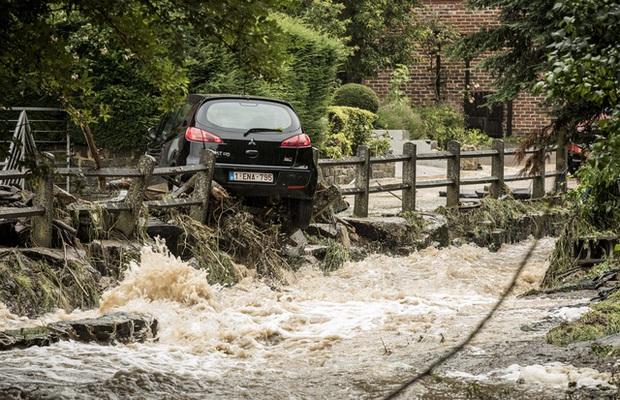 Ít nhất 60 người tử vong và hơn 70 người mất tích sau đợt mưa lớn chưa từng thấy ở Đức và Bỉ - Ảnh 12.