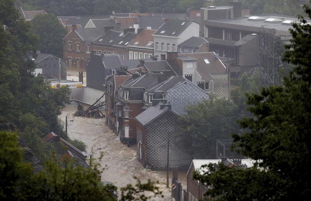 Ít nhất 60 người tử vong và hơn 70 người mất tích sau đợt mưa lớn chưa từng thấy ở Đức và Bỉ - Ảnh 4.