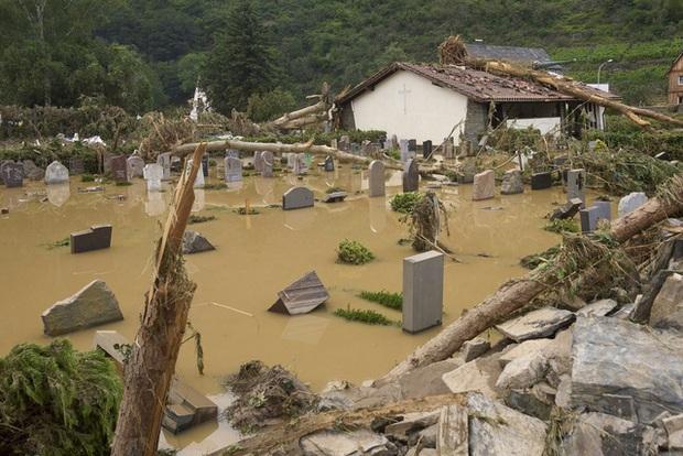 Ít nhất 60 người tử vong và hơn 70 người mất tích sau đợt mưa lớn chưa từng thấy ở Đức và Bỉ - Ảnh 6.