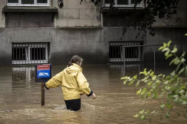 Ít nhất 60 người tử vong và hơn 70 người mất tích sau đợt mưa lớn chưa từng thấy ở Đức và Bỉ - Ảnh 8.