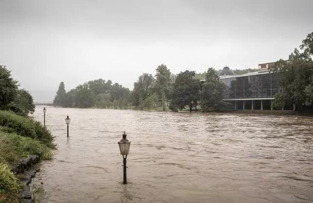Ít nhất 60 người tử vong và hơn 70 người mất tích sau đợt mưa lớn chưa từng thấy ở Đức và Bỉ - Ảnh 9.