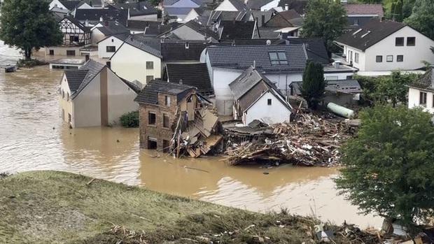 Ít nhất 60 người tử vong và hơn 70 người mất tích sau đợt mưa lớn chưa từng thấy ở Đức và Bỉ - Ảnh 11.