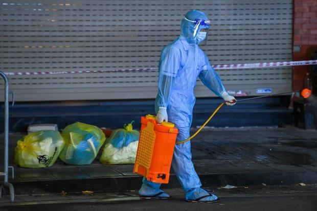 Hà Nội phong toả tạm thời quán pizza, truy vết 27 F1, 30 F2 tại 4 quận liên quan shipper dương tính SARS-CoV-2 - Ảnh 2.