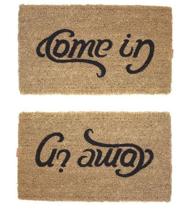 Đặt tấm thảm in một dòng chữ ngay trước cửa ra vào, cửa hàng gây bão toàn thế giới vì màn cà khịa khách cực thâm sâu - Ảnh 3.
