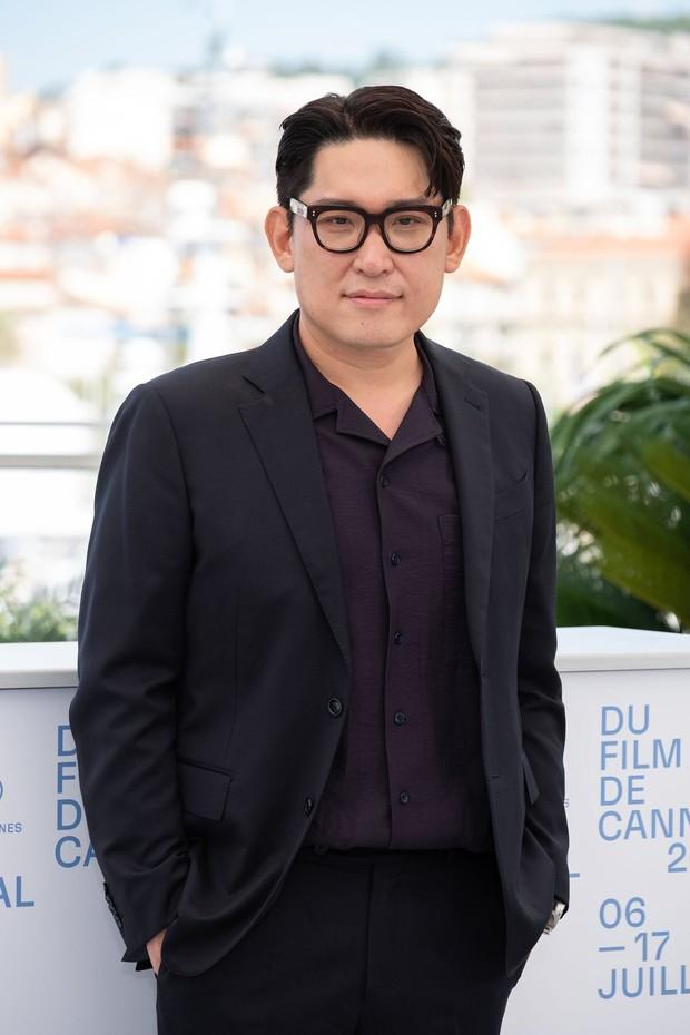 Nam thần Hàn đổ bộ thảm đỏ Cannes 2021: Im Si Wan đẹp như truyện tranh, Lee Byung Hun phong độ ngút ngàn tuổi 51 - Ảnh 10.