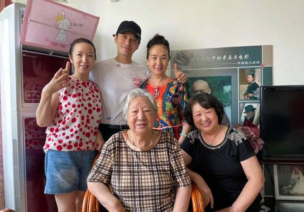 Mối quan hệ đáng báo động: Angela Baby 1 mình đi mua nhà mới, Huỳnh Hiểu Minh đăng ảnh về quê thiếu vắng vợ con - Ảnh 5.