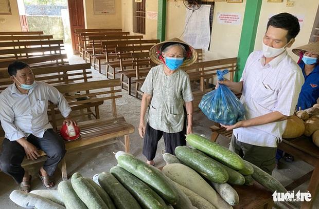 Nông dân tặng Sài Gòn cả vườn rau, sao doanh nghiệp lớn sá gì không chịu hi sinh vài đồng lợi nhuận: Một miếng bình ổn giá thời dịch hơn cả gói khuyến mãi ngày thường! - Ảnh 2.