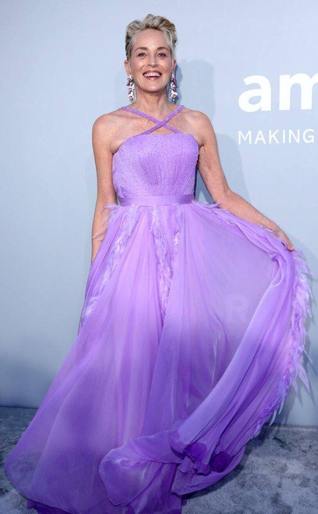 """Gala tiệc hot nhất LHP Cannes: Tình cũ Brooklyn và thiên thần Victoria's Secret bị minh tinh U65 """"chặt"""" đẹp, Bella Thorne đã loè loẹt còn hở ngộp thở - Ảnh 5."""