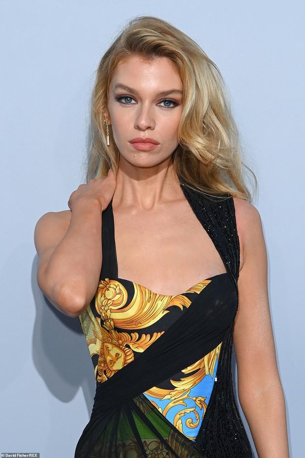 """Gala tiệc hot nhất LHP Cannes: Tình cũ Brooklyn và thiên thần Victoria's Secret bị minh tinh U65 """"chặt"""" đẹp, Bella Thorne đã loè loẹt còn hở ngộp thở - Ảnh 15."""