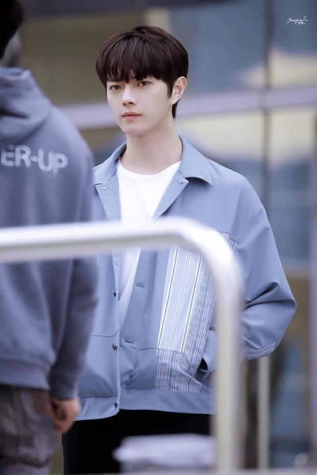 Hứa Khải lần đầu để tóc nấm như trai Hàn trên phim, trẻ đẹp thơm bơ nhưng fan sợ anh thành con Dương Mịch mất! - Ảnh 2.