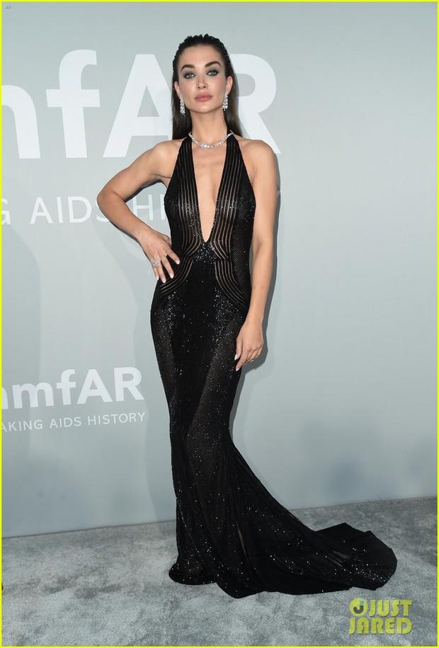 """Gala tiệc hot nhất LHP Cannes: Tình cũ Brooklyn và thiên thần Victoria's Secret bị minh tinh U65 """"chặt"""" đẹp, Bella Thorne đã loè loẹt còn hở ngộp thở - Ảnh 20."""