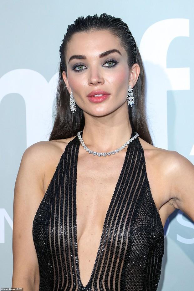 """Gala tiệc hot nhất LHP Cannes: Tình cũ Brooklyn và thiên thần Victoria's Secret bị minh tinh U65 """"chặt"""" đẹp, Bella Thorne đã loè loẹt còn hở ngộp thở - Ảnh 21."""