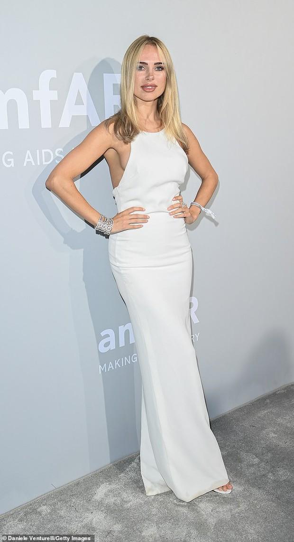 """Gala tiệc hot nhất LHP Cannes: Tình cũ Brooklyn và thiên thần Victoria's Secret bị minh tinh U65 """"chặt"""" đẹp, Bella Thorne đã loè loẹt còn hở ngộp thở - Ảnh 23."""