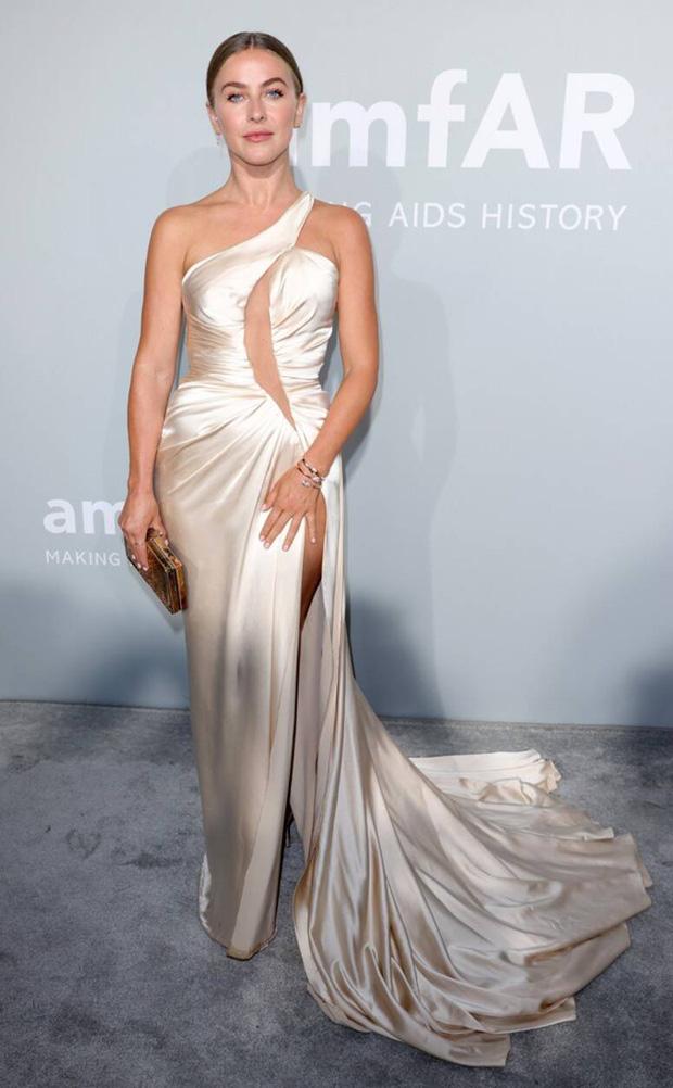 """Gala tiệc hot nhất LHP Cannes: Tình cũ Brooklyn và thiên thần Victoria's Secret bị minh tinh U65 """"chặt"""" đẹp, Bella Thorne đã loè loẹt còn hở ngộp thở - Ảnh 24."""