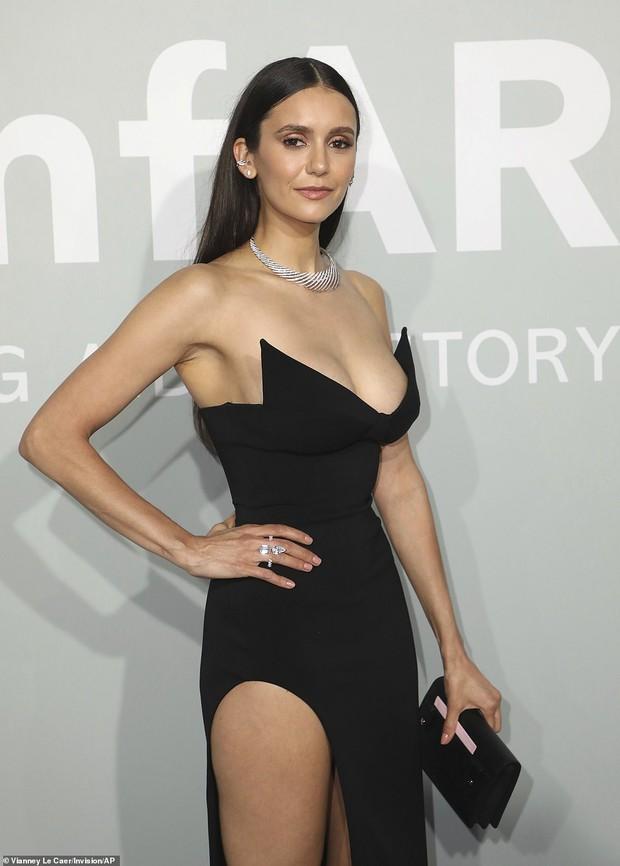"""Gala tiệc hot nhất LHP Cannes: Tình cũ Brooklyn và thiên thần Victoria's Secret bị minh tinh U65 """"chặt"""" đẹp, Bella Thorne đã loè loẹt còn hở ngộp thở - Ảnh 25."""