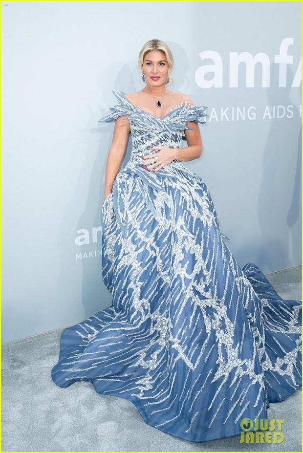 """Gala tiệc hot nhất LHP Cannes: Tình cũ Brooklyn và thiên thần Victoria's Secret bị minh tinh U65 """"chặt"""" đẹp, Bella Thorne đã loè loẹt còn hở ngộp thở - Ảnh 27."""