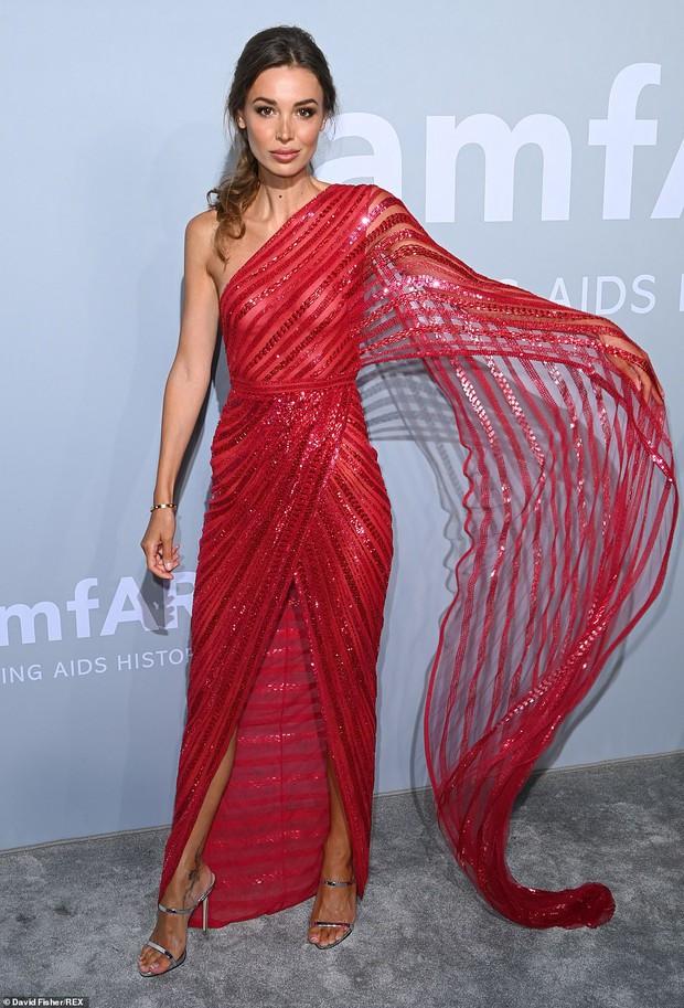 """Gala tiệc hot nhất LHP Cannes: Tình cũ Brooklyn và thiên thần Victoria's Secret bị minh tinh U65 """"chặt"""" đẹp, Bella Thorne đã loè loẹt còn hở ngộp thở - Ảnh 28."""