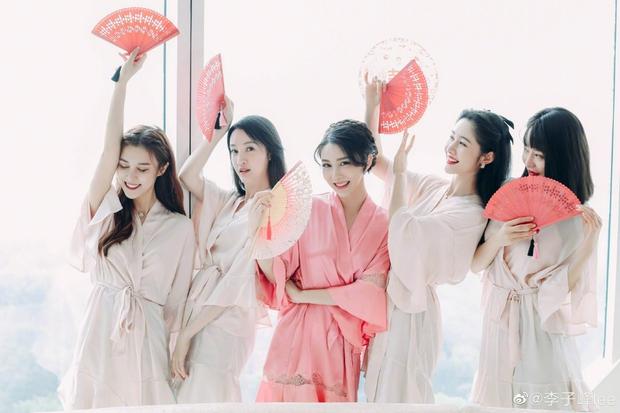 Đám cưới hot nhất Cbiz hôm nay: Dạ Hoa từng cắm sừng Trương Thiên Ái tổ chức hôn lễ sau 1 tháng cầu hôn bạn gái - Ảnh 3.