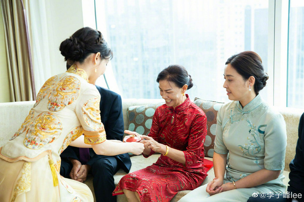 Đám cưới hot nhất Cbiz hôm nay: Dạ Hoa từng cắm sừng Trương Thiên Ái tổ chức hôn lễ sau 1 tháng cầu hôn bạn gái - Ảnh 8.