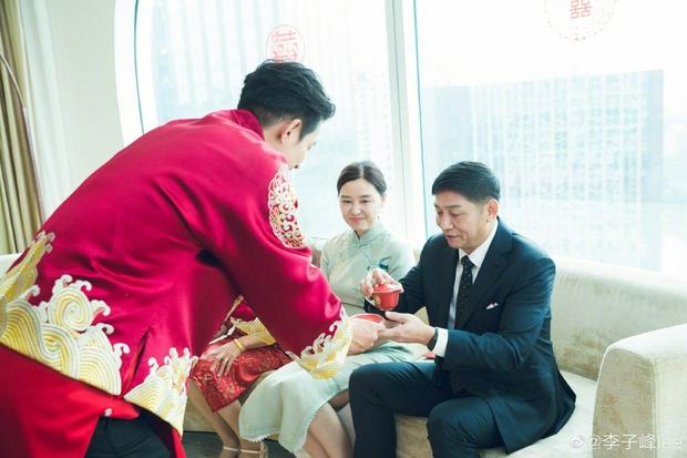 Đám cưới hot nhất Cbiz hôm nay: Dạ Hoa từng cắm sừng Trương Thiên Ái tổ chức hôn lễ sau 1 tháng cầu hôn bạn gái - Ảnh 7.