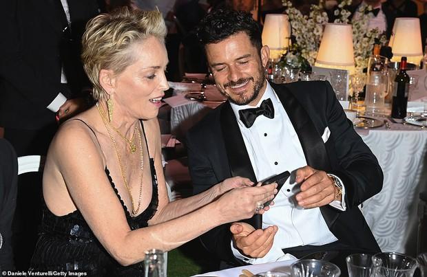 """Gala tiệc hot nhất LHP Cannes: Tình cũ Brooklyn và thiên thần Victoria's Secret bị minh tinh U65 """"chặt"""" đẹp, Bella Thorne đã loè loẹt còn hở ngộp thở - Ảnh 34."""