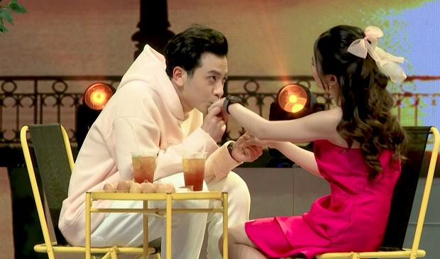 Bị Phí Ngọc Hưng từ chối ở show hẹn hò, em gái Zero9 bất ngờ nhận lời một chàng trai khác ngay trên sân khấu! - Ảnh 5.