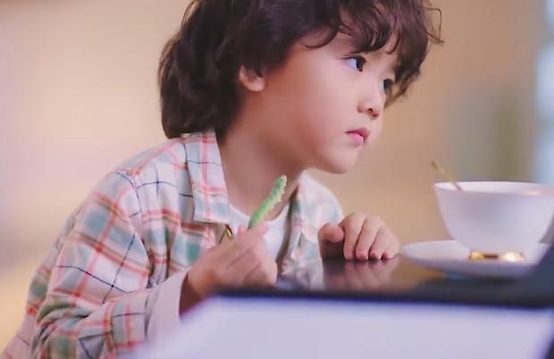 Tiểu bánh bao đáng yêu nhất 2021 ở Nỗi Vương Vấn Của Hạ Tiên Sinh: Giúp mẹ tương lai trị trà xanh là thấy cưng rồi! - Ảnh 6.