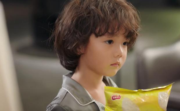 Tiểu bánh bao đáng yêu nhất 2021 ở Nỗi Vương Vấn Của Hạ Tiên Sinh: Giúp mẹ tương lai trị trà xanh là thấy cưng rồi! - Ảnh 8.