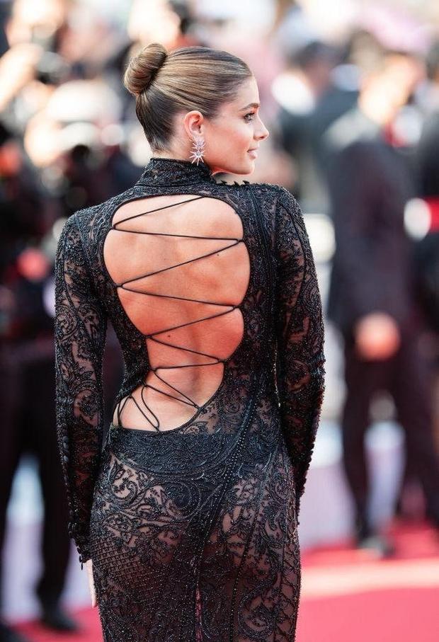 Định nghĩa về áo váy loã lồ ở LHP Cannes 2021: Dây dợ như... buộc chân giò chưa đủ, phải tung ngực lên mới chịu! - Ảnh 9.