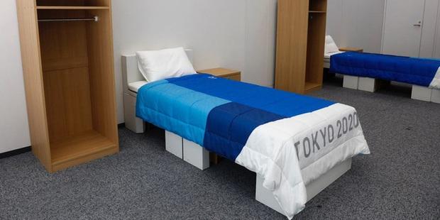 Giường chống quan hệ tình dục tại Olympic Tokyo vẫn có thể... quan hệ thoải mái - Ảnh 2.