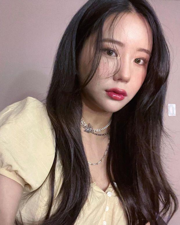 HOT: 1 nữ idol xinh đẹp chính thức come out, tung luôn ảnh tình tứ với bạn gái và lên luôn top Naver - Ảnh 4.