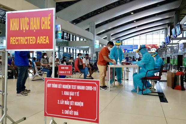 Tổ chức chuyến bay trọn gói đưa người từ TP.HCM và các tỉnh phía Nam về địa phương - Ảnh 1.