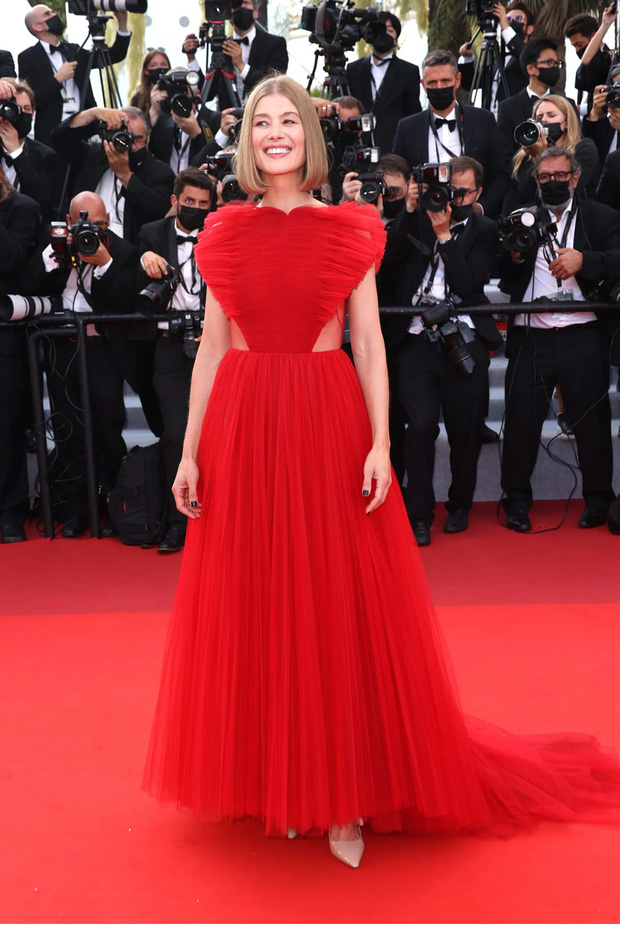 Thảm đỏ bế mac LHP Cannes: Mỹ nhân Captain Marvel mặc kín mà nổi nhất, dàn sao hở bạo không kiêng dè đọ sắc ác liệt  - Ảnh 8.