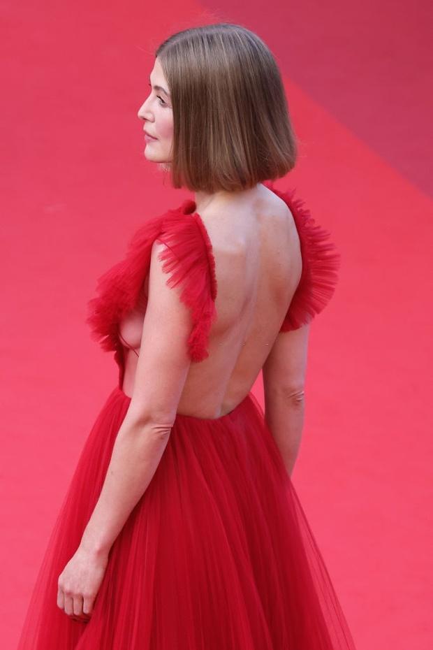 Thảm đỏ bế mac LHP Cannes: Mỹ nhân Captain Marvel mặc kín mà nổi nhất, dàn sao hở bạo không kiêng dè đọ sắc ác liệt  - Ảnh 10.