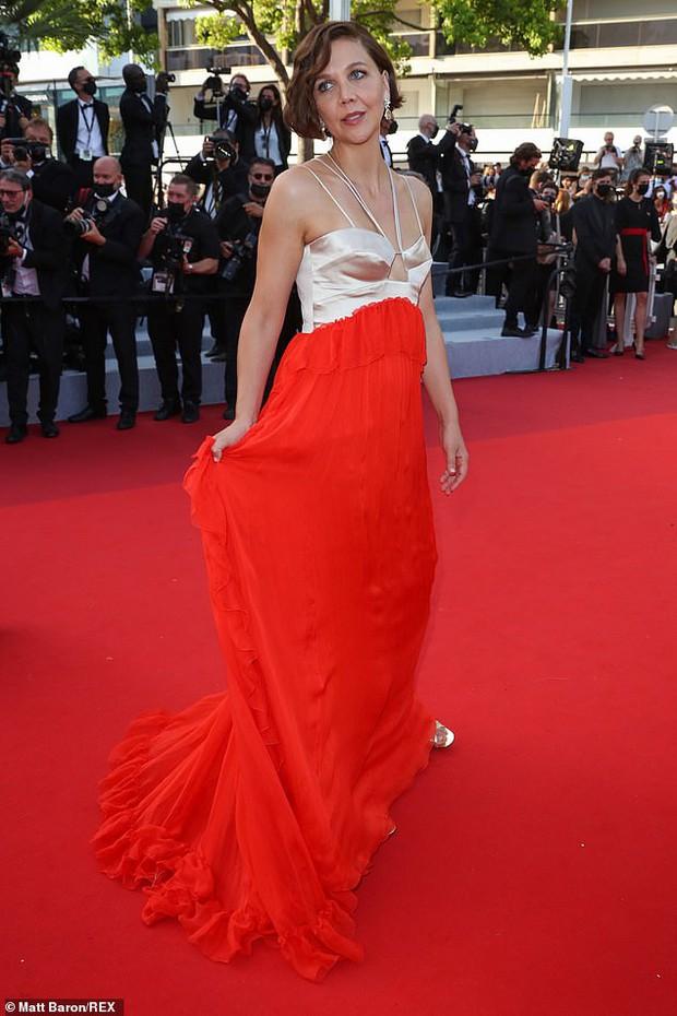 Thảm đỏ bế mac LHP Cannes: Mỹ nhân Captain Marvel mặc kín mà nổi nhất, dàn sao hở bạo không kiêng dè đọ sắc ác liệt  - Ảnh 18.