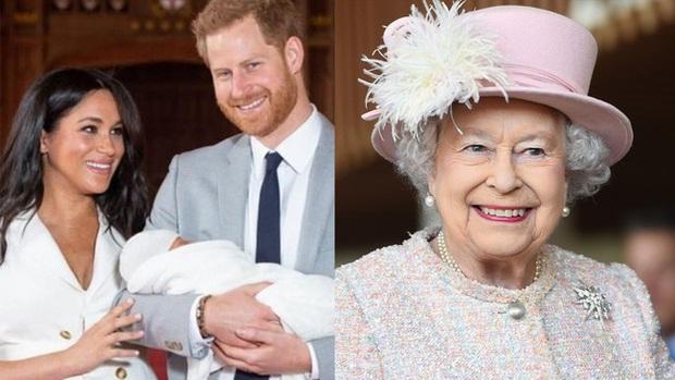 Phản ứng của Nữ hoàng Anh khi nhà Meghan Markle muốn về hoàng gia làm lễ rửa tội cho con gái - Ảnh 1.