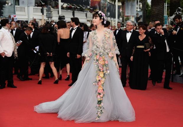 Phạm Băng Băng chặt chém Cannes, Nhiệt Ba thả dáng xuất thần tại Milan, Cô Vy nhanh đi đi để dàn nữ thần Cbiz toả sáng - Ảnh 6.
