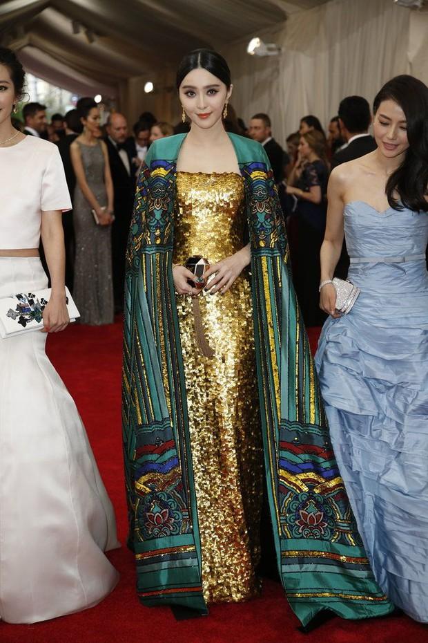 Phạm Băng Băng chặt chém Cannes, Nhiệt Ba thả dáng xuất thần tại Milan, Cô Vy nhanh đi đi để dàn nữ thần Cbiz toả sáng - Ảnh 8.