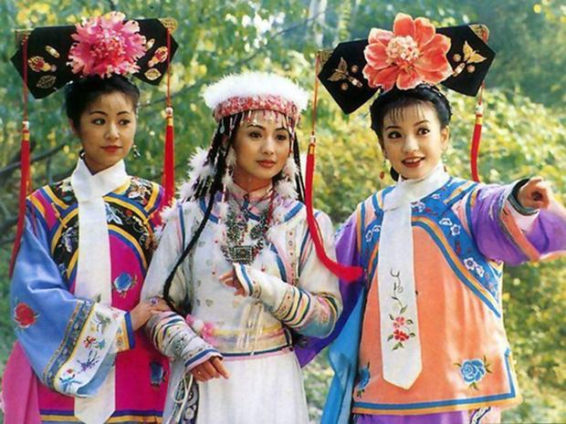 Cảnh cưỡng bức ở Hoàn Châu Cách Cách được tái hiện phản cảm đỉnh điểm, sao nữ bị đè giữa sân khấu khiến ai nấy câm nín - Ảnh 6.