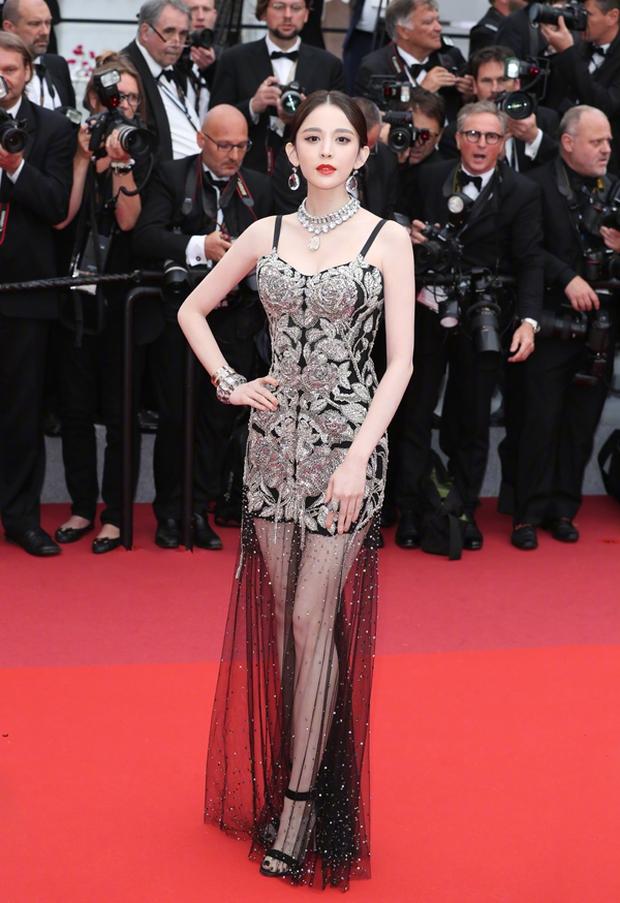 Phạm Băng Băng chặt chém Cannes, Nhiệt Ba thả dáng xuất thần tại Milan, Cô Vy nhanh đi đi để dàn nữ thần Cbiz toả sáng - Ảnh 22.