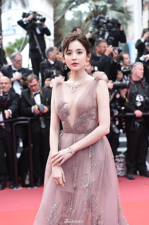 Phạm Băng Băng chặt chém Cannes, Nhiệt Ba thả dáng xuất thần tại Milan, Cô Vy nhanh đi đi để dàn nữ thần Cbiz toả sáng - Ảnh 24.
