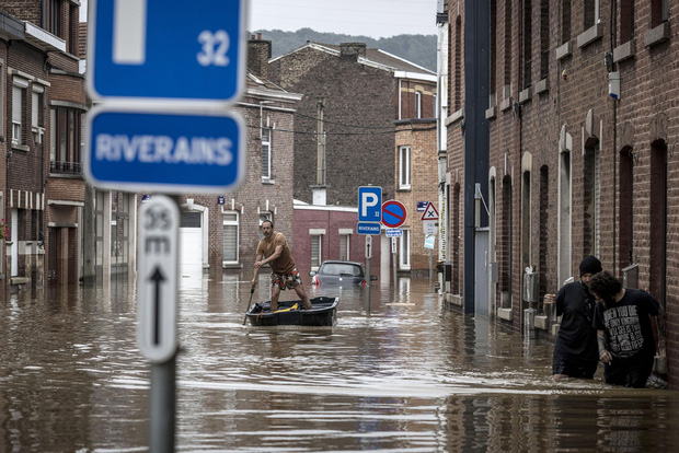 Số nạn nhân tử vong trong trận mưa lũ lịch sử ở Đức và Bỉ tăng lên 170 người - Ảnh 11.
