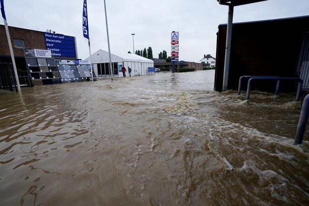 Số nạn nhân tử vong trong trận mưa lũ lịch sử ở Đức và Bỉ tăng lên 170 người - Ảnh 12.