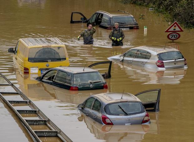 Số nạn nhân tử vong trong trận mưa lũ lịch sử ở Đức và Bỉ tăng lên 170 người - Ảnh 13.