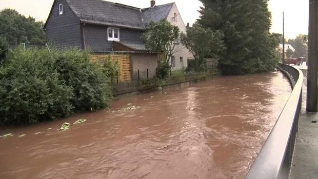 Số nạn nhân tử vong trong trận mưa lũ lịch sử ở Đức và Bỉ tăng lên 170 người - Ảnh 15.