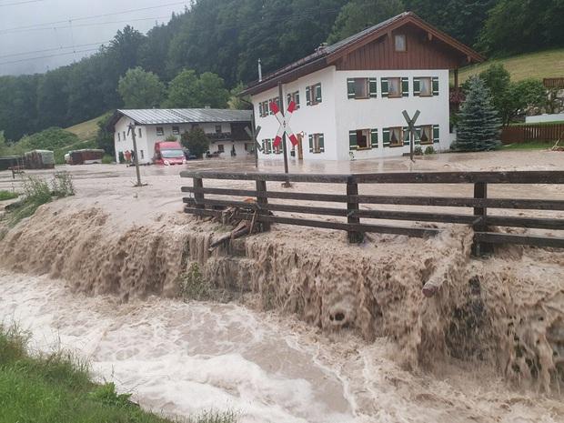 Số nạn nhân tử vong trong trận mưa lũ lịch sử ở Đức và Bỉ tăng lên 170 người - Ảnh 16.