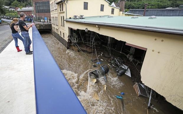 Số nạn nhân tử vong trong trận mưa lũ lịch sử ở Đức và Bỉ tăng lên 170 người - Ảnh 3.