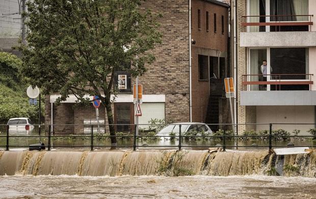 Số nạn nhân tử vong trong trận mưa lũ lịch sử ở Đức và Bỉ tăng lên 170 người - Ảnh 4.
