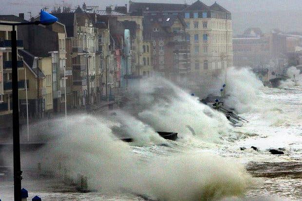 Những trận lũ kinh hoàng trong thế kỷ 21 từng xảy ra với châu Âu hoa lệ: Hàng thập kỷ bị lũ lụt tàn phá tang thương tại lục địa già - Ảnh 4.